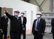 차성수 이사장(오른쪽에서 두번째)이 전재영 파워앰엔씨 대표에게 현장설명을 듣고 있다